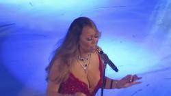Mariah Carey - Her Cleavagely Best At The Beacon Theatre/New York (12/14/16)