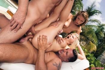 http://thumbnails117.imagebam.com/52110/5dcea6521094682.jpg