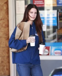 Lana Del Rey - Leaving a gas station in Beverly Hills 12/19/16
