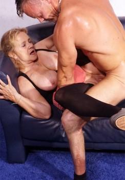 Bea Dumas unterwegs für Deutsche Porno Simones Hausbesuche
