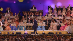 Andre Rieu and His Johann Strauss Orchestra – Falling in Love – Live in Maastricht (2016) Blu-ray 1080i AVC DTS-HD MA 5.1 + BDRip 720p/1080p