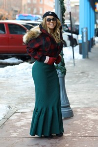 Mariah Carey - Form-fitting Dress In Aspen (12/24/16)