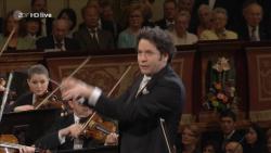Vienna Philharmonic – New Year's Concert – Wiener Philharmoniker, Gustavo Dudamel (2017) 720p HDTV DD5.1