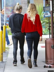 Ashlee Simpson - Shopping in Sherman Oaks 1/10/17