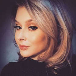 Renee Olstead 2017 Instagram Pictures