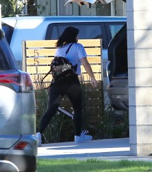 Ariel Winter - Out in leggings 1/14/17