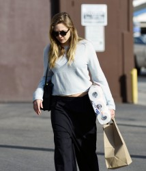 Elizabeth Olsen - Shopping in LA 1/18/17