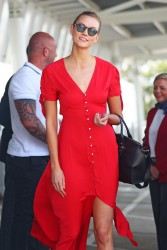 Karlie Kloss - At Sydney International Airport 1/30/17