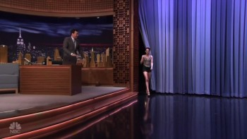 KRISTEN STEWART - LEGGY - The Tonight Show 02.02.17