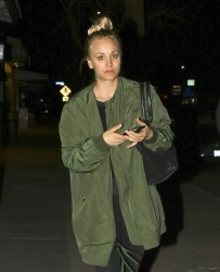 Kaley Cuoco - At Lemonade in Hollywood 2/2/17