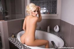 http://thumbnails117.imagebam.com/53106/975ad0531057399.jpg