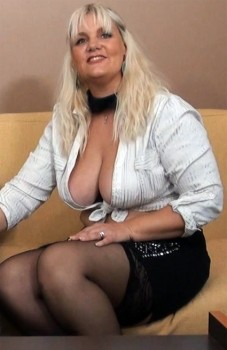 Oceane, 42ans (Anal) 540p Cover