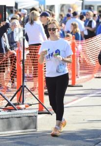Jennifer Garner - Running In A Marathon In Los Angeles - February 12th 2017