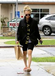 Kaley Cuoco - Shopping on Ventura Boulevard in Sherman Oaks 3/5/17