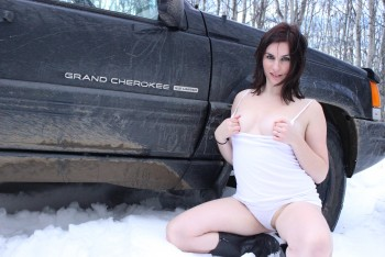 adventure depraved brunette at the car in the winter [Amateur] [5200x3500, 94]