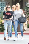 Miley Cyrus - Out for lunch in Malibu 3/19/17